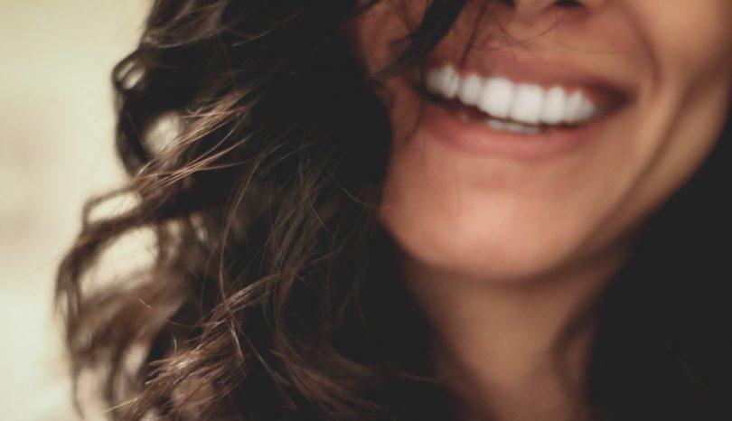 Få en diskret tandregulering med invisalign